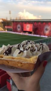 Brusselse of Luikse wafel voor, tijdens of na de match, dat smaakt! :-)